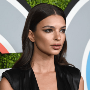 Emily Ratajkowski offends hair loss suffers with instagram Ad